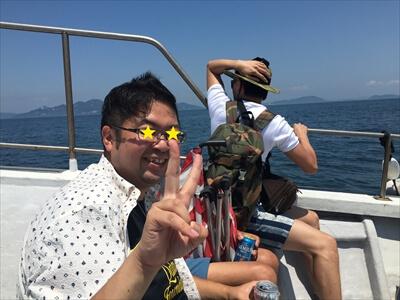 真鍋島行きチャーター便の船上