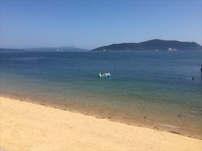 岡山県笠岡市の真鍋島のビーチ