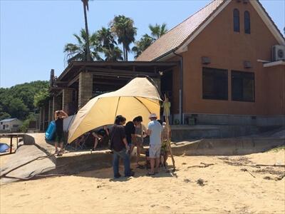 真鍋島でテントを張る