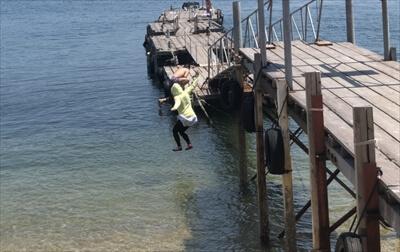 真鍋島の桟橋からダイブ