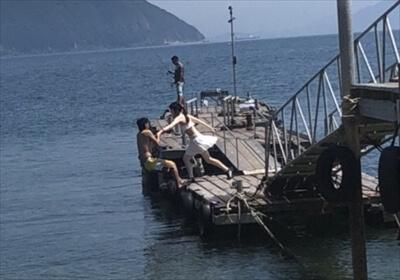 真鍋島の桟橋で落とし合い
