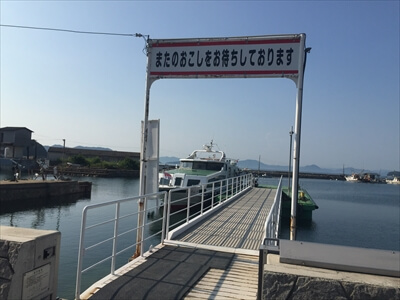 真鍋島の港