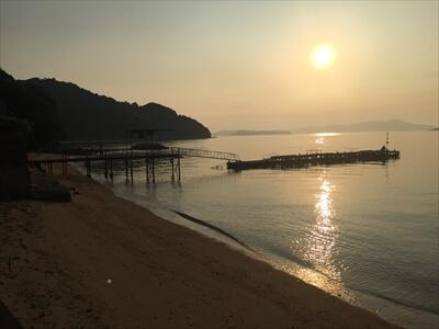 真鍋島の夕焼け-桟橋