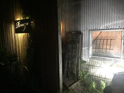 高松市牟礼町の喫茶店Remzaの入り口