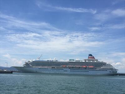 高松サンポートの豪華客船