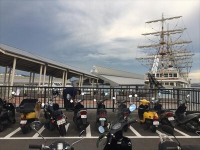 高町港サンポートのバイク置き場