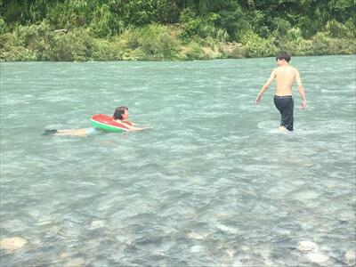 穴吹川で川遊び2