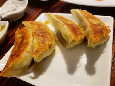 高松市『肉山』の餃子