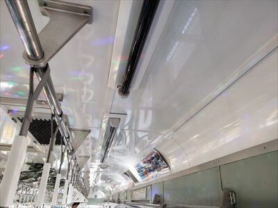 電車の照明をブラックライトに交換