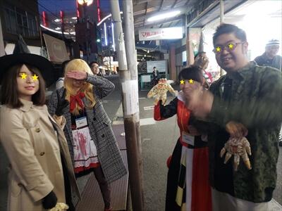 動く電車でハロウィンパーティー-赤ずきんちゃん&魔法使い