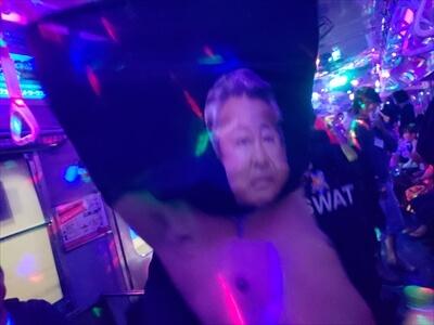 動く電車でハロウィンパーティー-コスプレ-梅宮辰夫