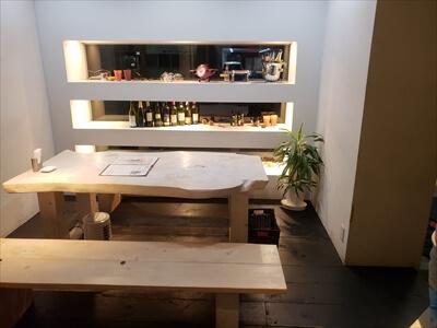 小洒落たテーブル席-高松ラウンドキッチン