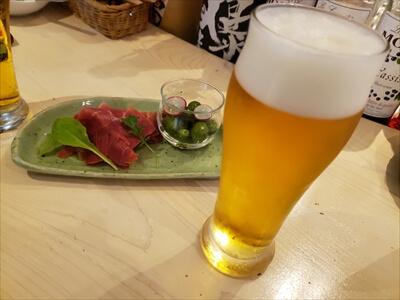 高松ラウンドキッチンの生ハムとビール