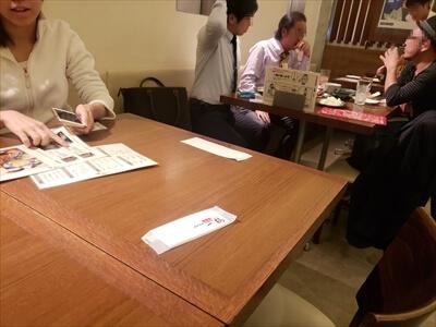 高松『一鶴』-店内テーブル席