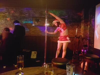 ポールダンスのウォーミングアップ-CB-高松の『MAISON DE BIERE(メゾンドゥビエール)』
