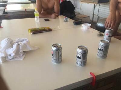 女木島の海の家『UMIYADO鬼旬』でビール