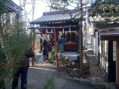 新屋山神社の社