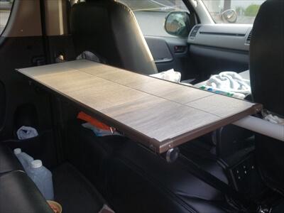 ハイエースに取り付け-セカンドシートテーブル-ラグジュアリー