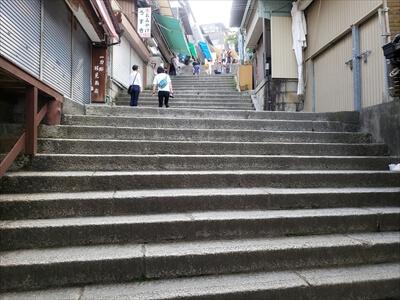 急な階段-金刀比羅宮への道