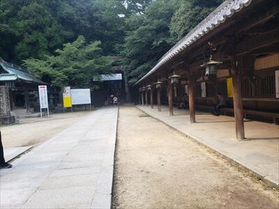 旭社前のベンチ-金刀比羅宮への道中
