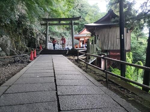 もうすぐ奥社-奥社『厳魂神社』への道中