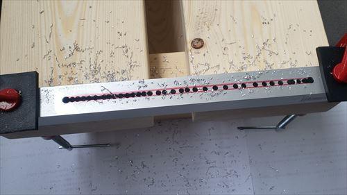 穴あけ-脚部のレール溝づくり-ハイエースのリアゲート下テーブルDIY
