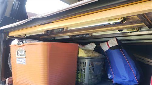 リアゲートテーブル収納-ベッドマット下