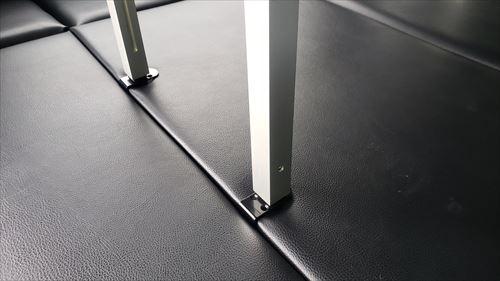 脚部固定-ハイエースの車内テーブル