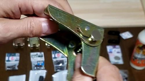 折りたたみヒンジ-ハイエースのリアゲート下テーブルDIY