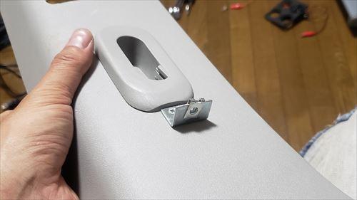 L型ステートとクリップナットでスイッチボックスを固定-ハイエースのリチウムイオンサブバッテリー化