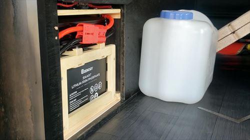 ハイエースにサブバッテリー取付け-リチウムイオンバッテリー