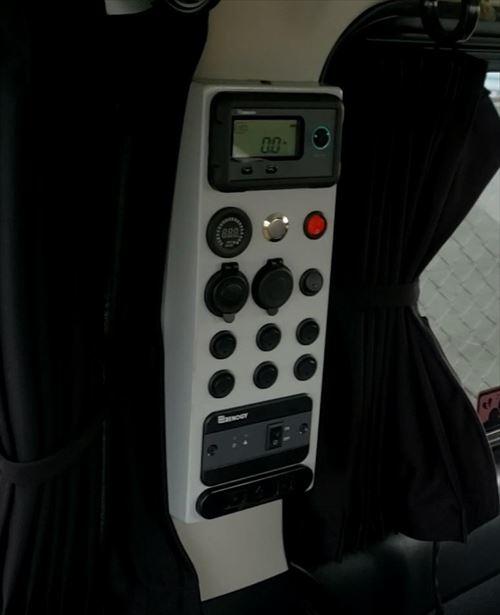 USB&シガーソケット、ACコンセント-スイッチボックス内-ハイエース