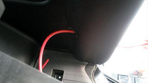 サブバッテリー配線-内張り穴あけ