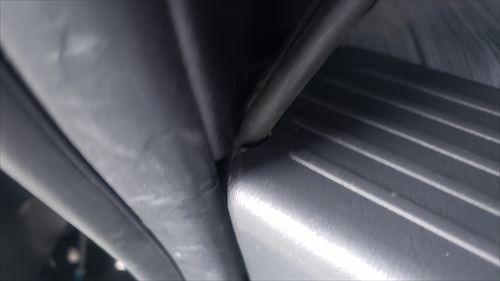 燃料ホースをサイドステップ内への通し穴-ハイエースにFFヒーター取付け