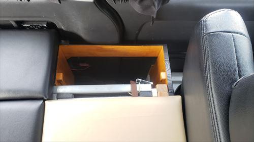 リメイクしたベッドのサイドボックス-ハイエース