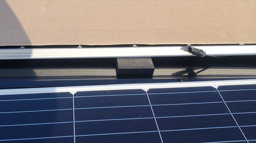 ソーラーパネルの支え-中央