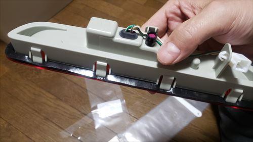 ハイマウントストップランプにパッキン貼り付け-ハイエース