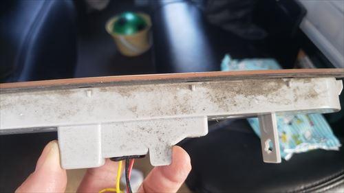 雨漏り跡-社外品のハイエースのハイマウントストップランプ