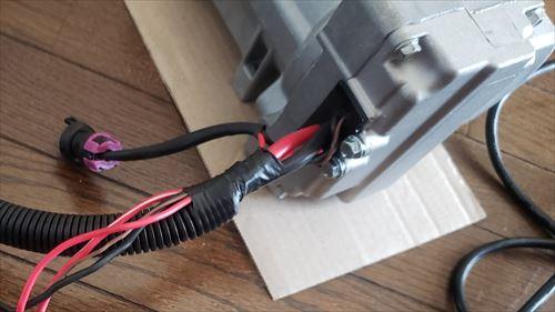 車用後付エアコンのコンプレッサー-コントロールユニット一体型