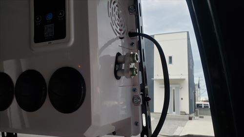 室内機の接続口-ハイエースの後付エアコン