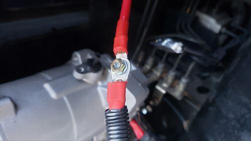ボルトで接続-コンプレッサーの電源配線