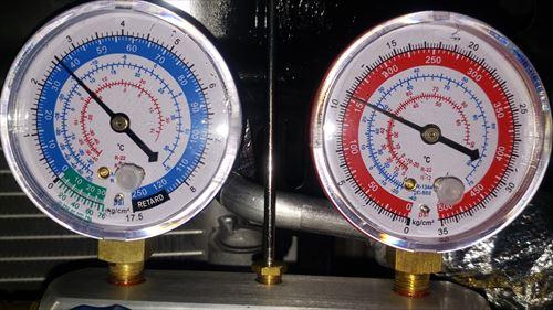 ガスチャージ後の圧力-12Vエアコン中華製